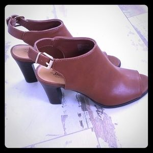Tan Bass heeled sling back shoes, new condition